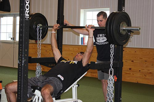 Jimmy benching w chains